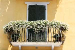 balcony-1519273_1920
